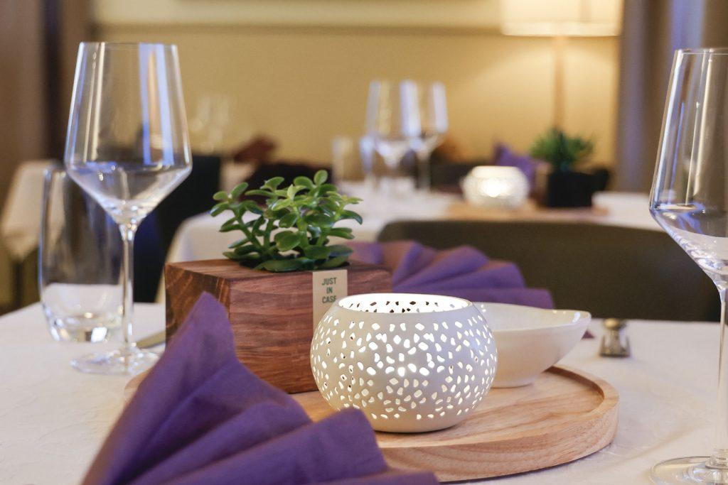 Tisch gedeckt, Gemütlichkeit, Servierten, Kerzenlicht